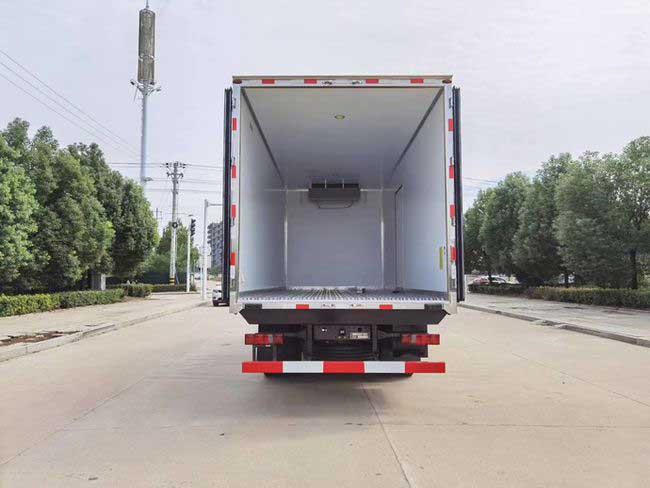 新款青海西宁重汽豪瀚6.8米冷藏车报价价格表质量好