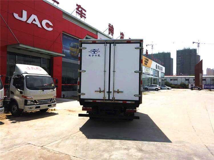 国六最新骏铃V6_4.2米冷藏车价格