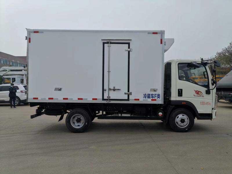 重汽豪沃4.2米冷藏車哪里買上戶無憂廠價直銷