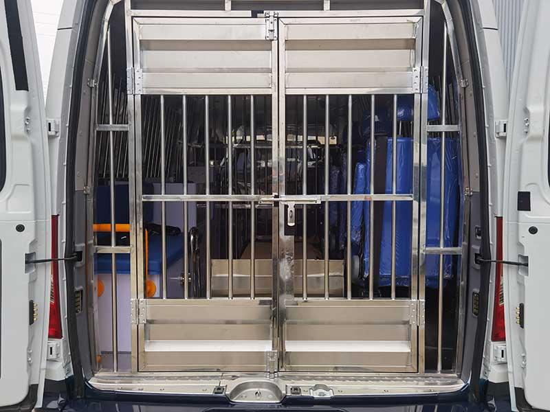 戒毒所囚車上汽大通V80囚車高品質優惠促銷