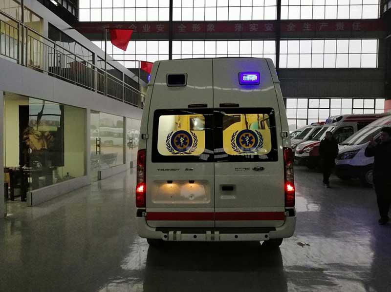 新时代全顺V348短轴救护车高品质