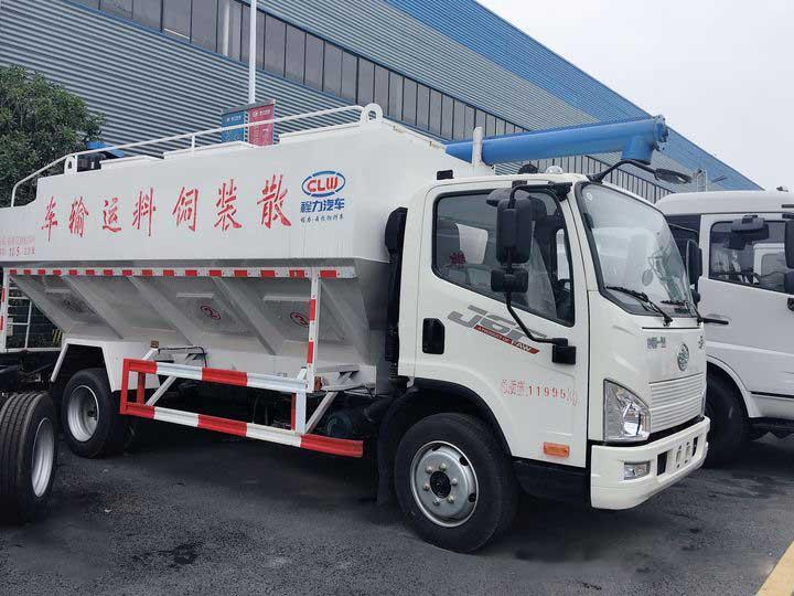 最新藍牌解放J6F12方散裝飼料運輸車價格