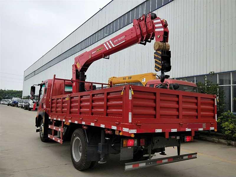2021款重汽王牌单桥7吨随车吊图片改装厂资质齐全