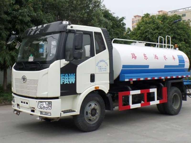 国五7吨解放J6洒水车