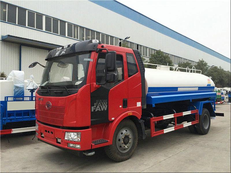国五12吨解放J6洒水车