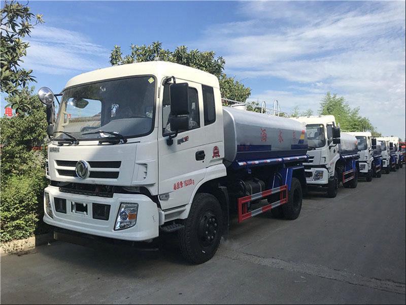 国五东风御虎11.5吨洒水车