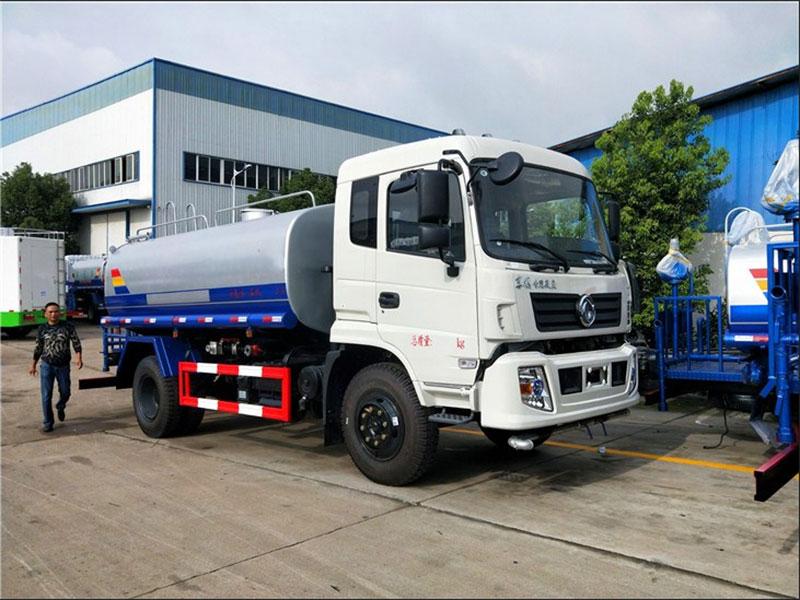 国五东风专底10吨洒水车