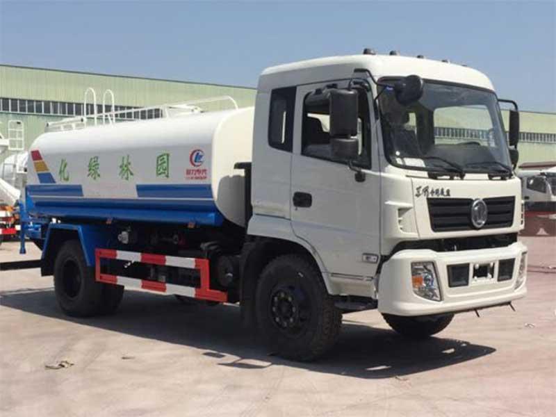 国五东风特商10吨洒水车