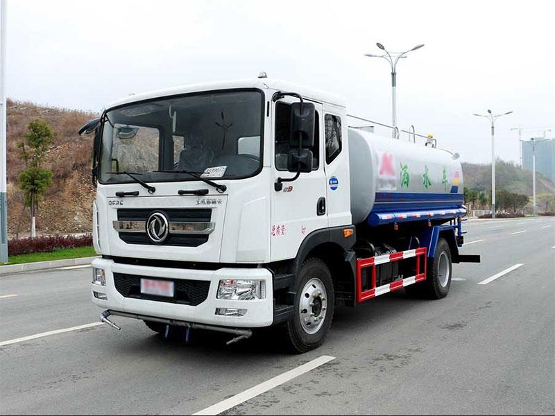 国五9吨东风多利卡D9洒水车