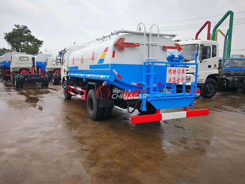 国五8吨东风多利卡D7洒水车实拍图片