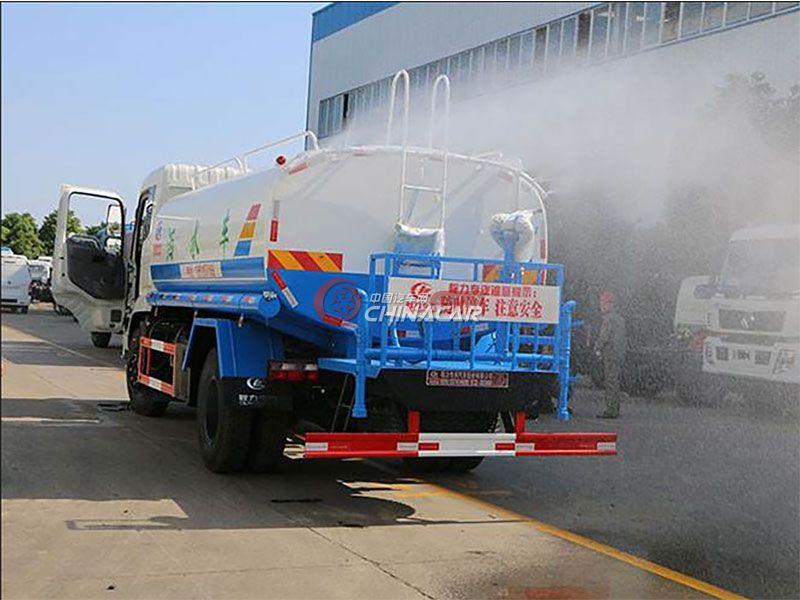 国五东风御虎8吨洒水车实拍图片