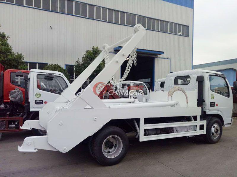 东风多利卡4方摆臂式垃圾车实拍图片