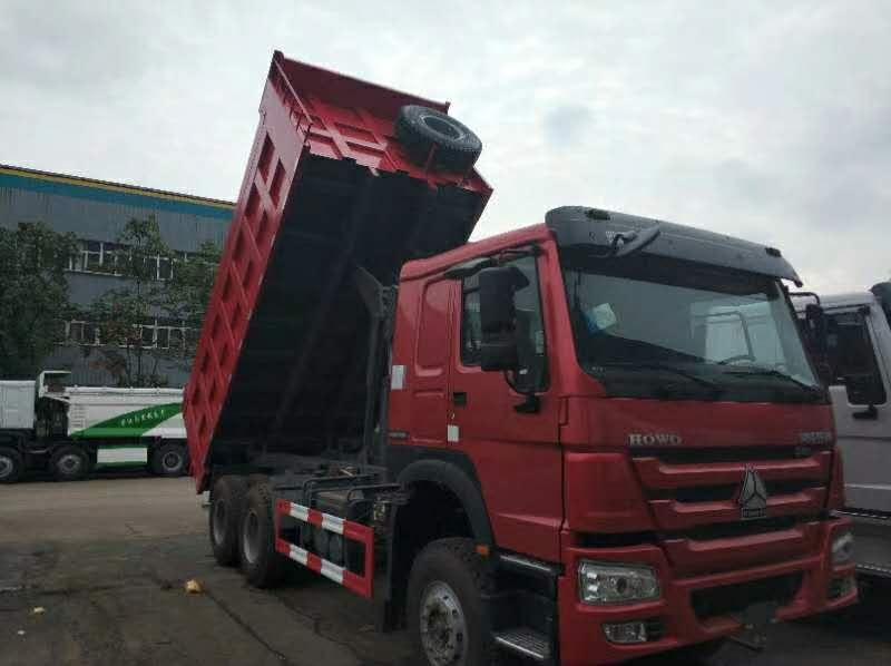 豪沃336马力5.6米自卸车