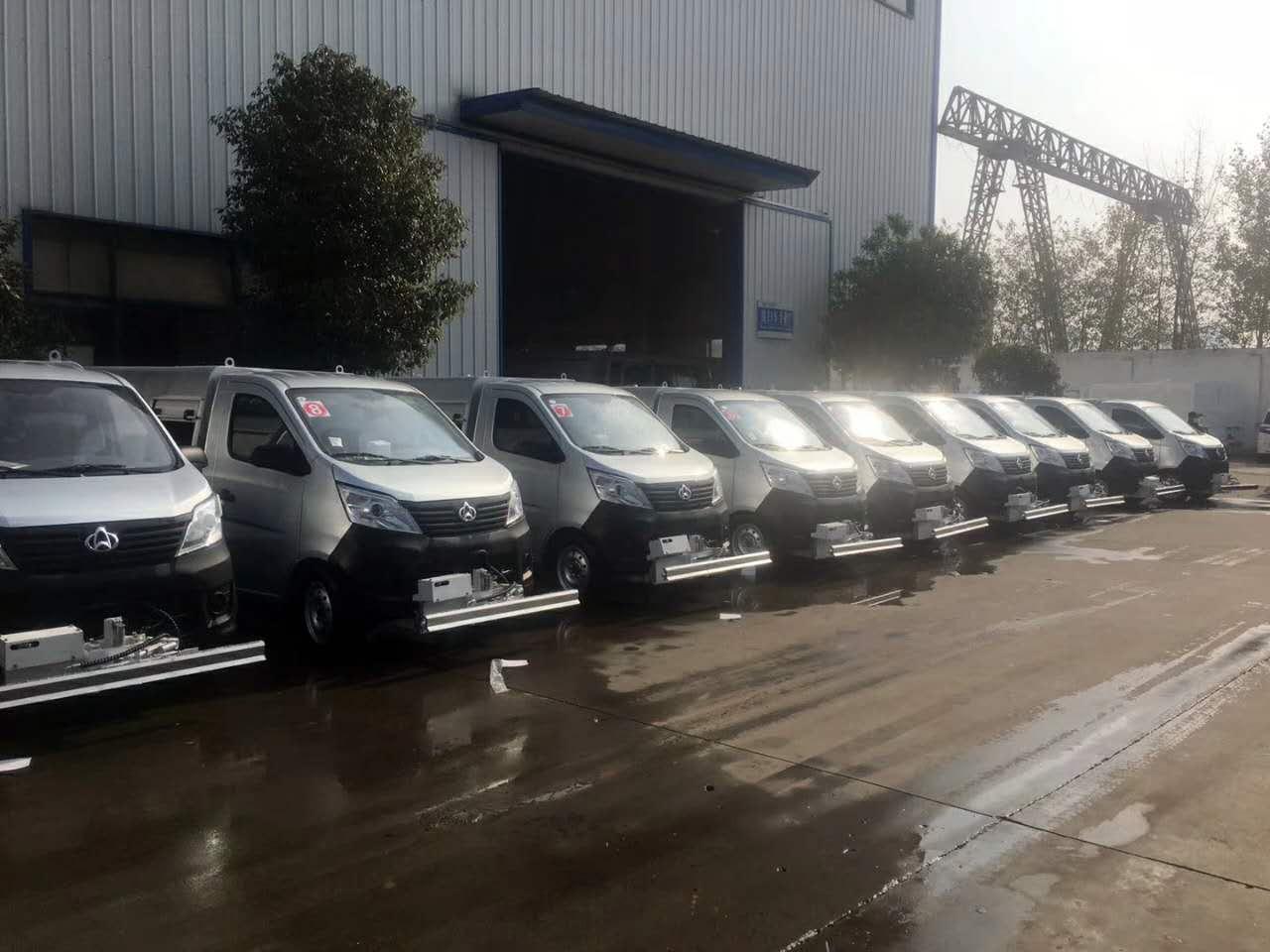 长安人行道清洗车   小型清洗车   配备手推清洗车   多功能清洗车