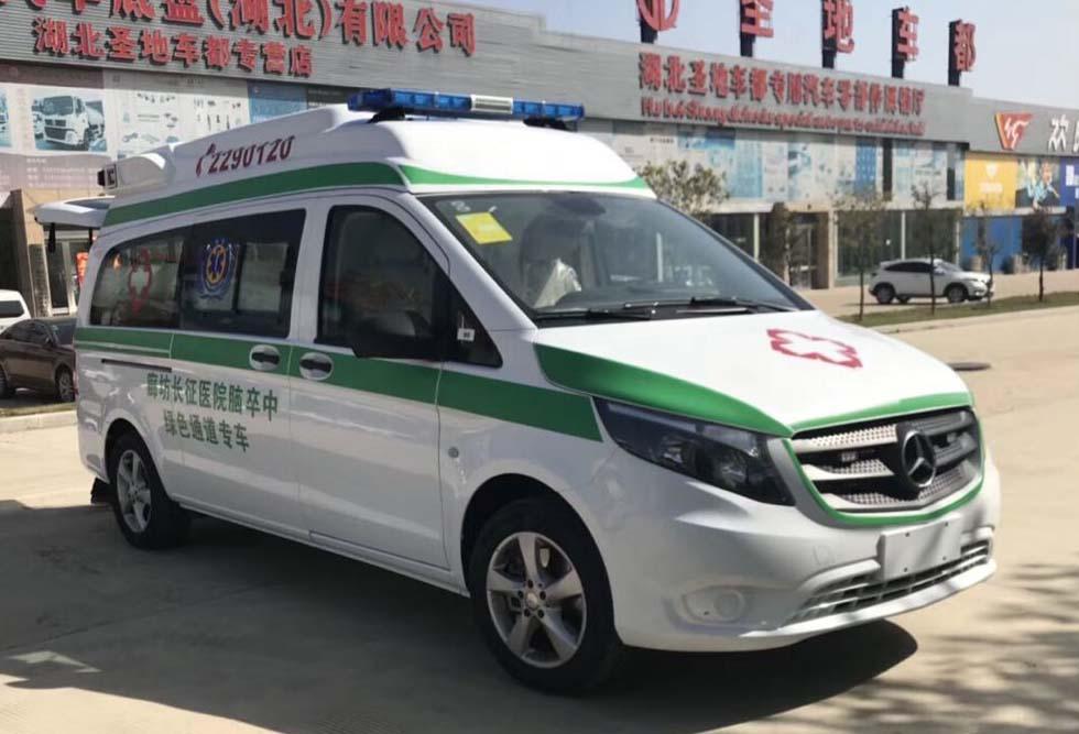 河北廊坊长征医院订购的高端奔驰医疗救护车准备发车