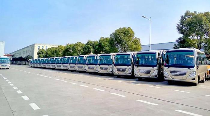 25台华新客车发往河南周口