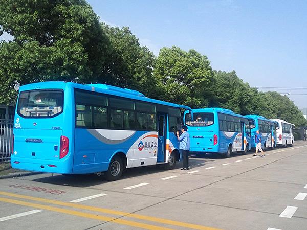 华新牌6.7米天然气客车再次批量发往四川