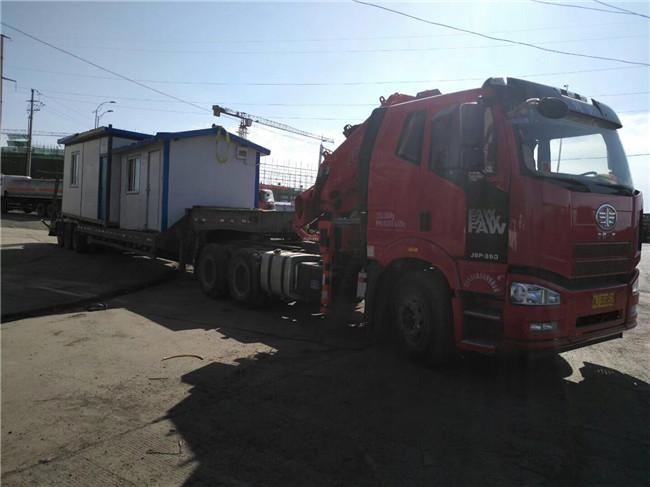 牵引头带吊配平板拉挖机挂或货车带货板挂车