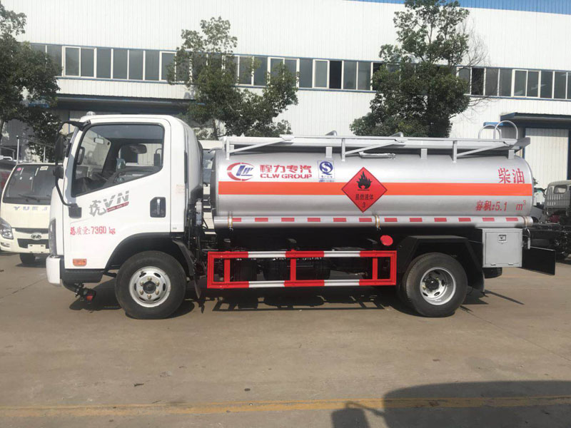 新款5吨解放虎V油罐车
