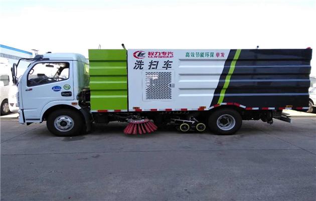 多利卡洗扫车,不需要副发动机,由我公司研发成功!