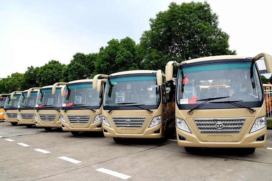 批量华新牌19座中级客车和9.4米小学生专用校车发往浙江杭州