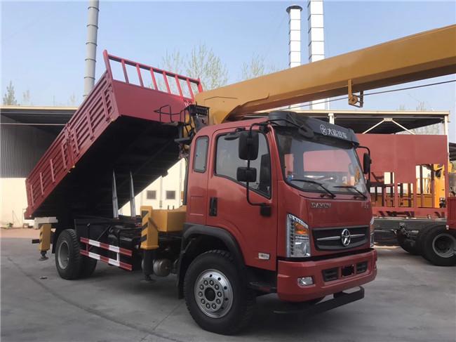 4.4米轴距大运随车吊4.8米车厢自卸