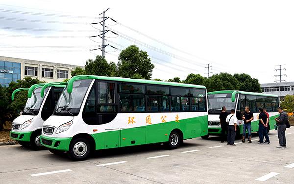 华新牌7.2米天然气公交车和6米天然气客车批量发往新疆