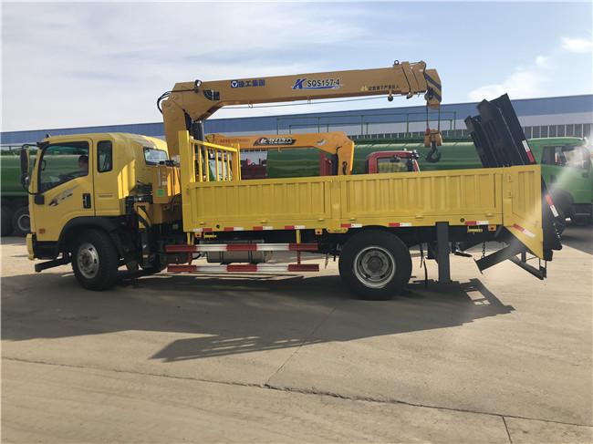 可以拉10吨_15吨挖机随车吊选重汽王牌160马力