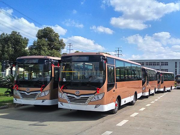 27辆华新牌7.3米公交车发往内蒙古呼伦贝尔