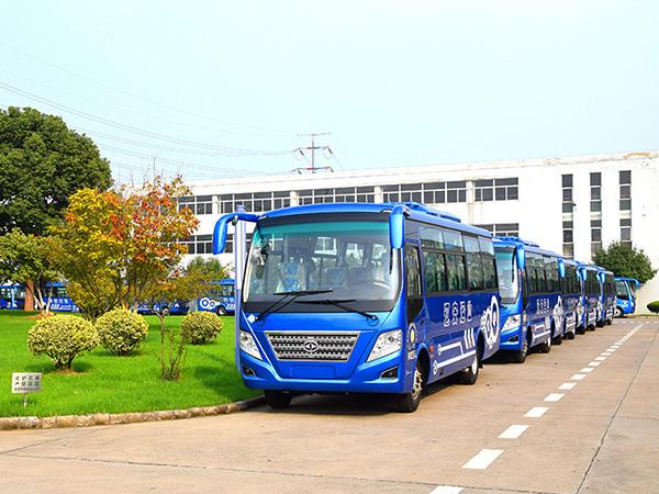 18辆华新牌29座中级天然气客车发往四川绵阳