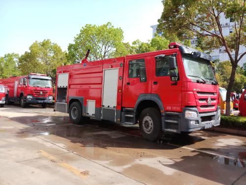 国六消防车—国六重汽豪沃8吨泡沫消防车厂家