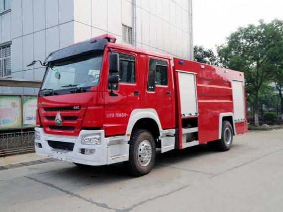 国六消防车—重汽豪沃单桥5吨泡沫消防车