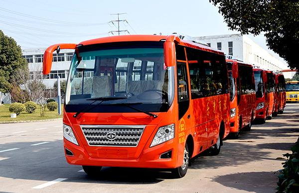 华新牌6米19座小型中级客车批量发往浙江乐清