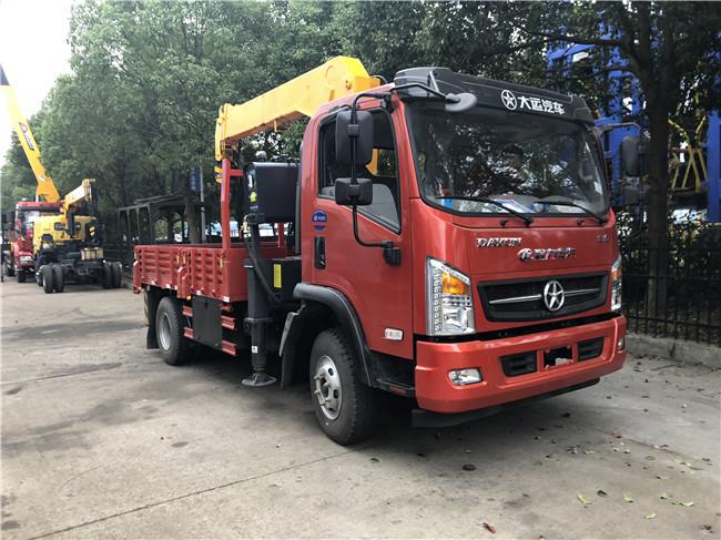 5吨大运大运随车起重运输车图片5吨大运大运随车起重运输车130马力