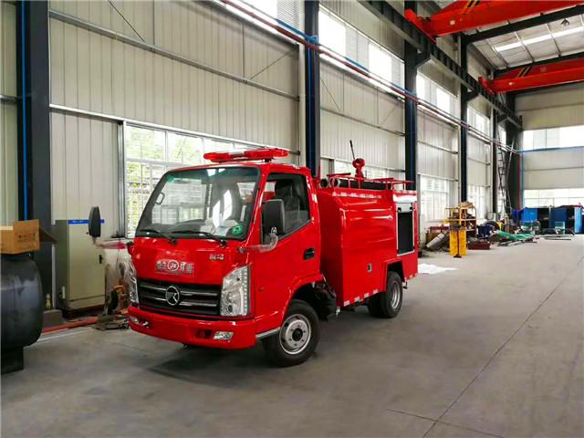凯马2吨消防洒水车—全国唯一一款可装消防泵的蓝牌消防洒水车