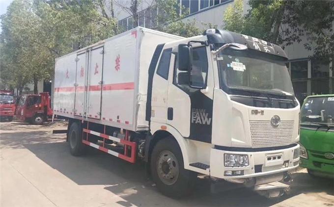 解放J6L腐蚀性物品厢式运输车配置介绍
