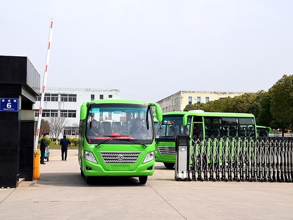 华新牌 6米19座天然气客车批量发往陕西延安