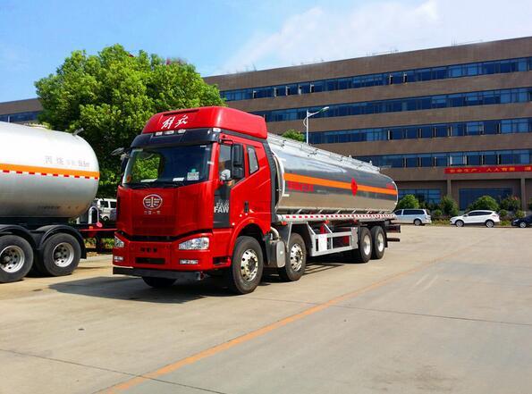 解放J6前四后八29吨铝合金油罐车