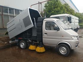 适用于乡镇道路清扫的小型扫路车