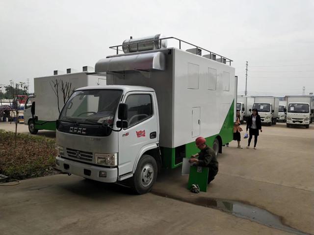 东风多利卡小型餐车