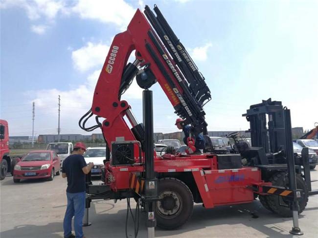 40噸折臂叉車后吊配杭州叉車好還是配合力叉車好