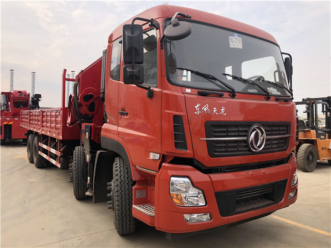 34吨随车吊由江威造_厂址在湖北省随州市