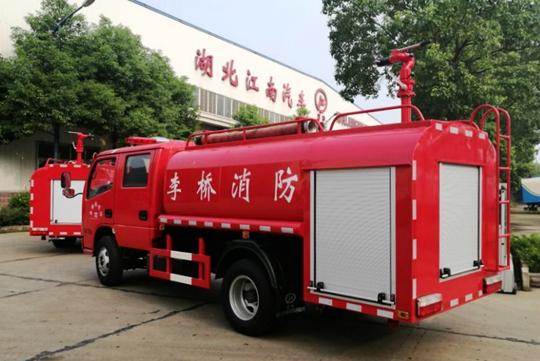 農村鄉鎮消防環保新車型東風雙排3噸消防灑水車