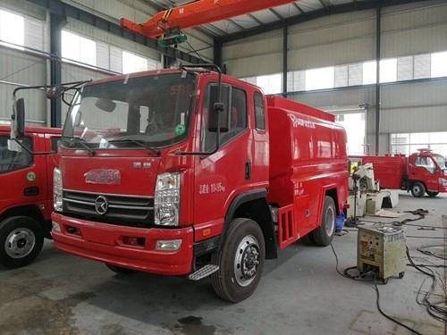 為森林滅火專業定制的四驅森林滅火消防車