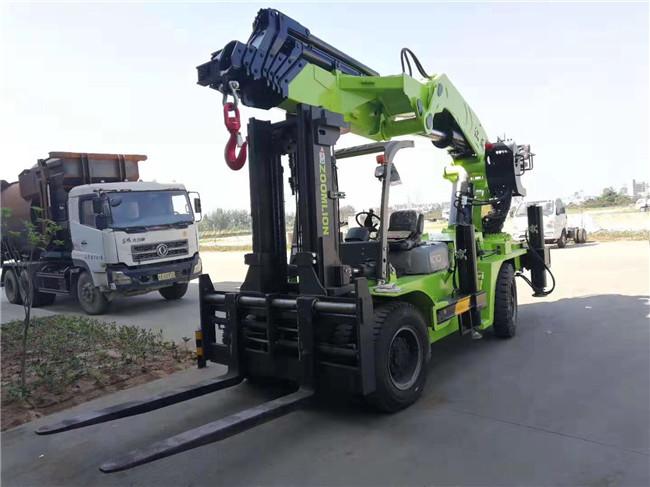 40吨叉车尾吊50吨叉车吊价格及叉车吊在车间生产过程图