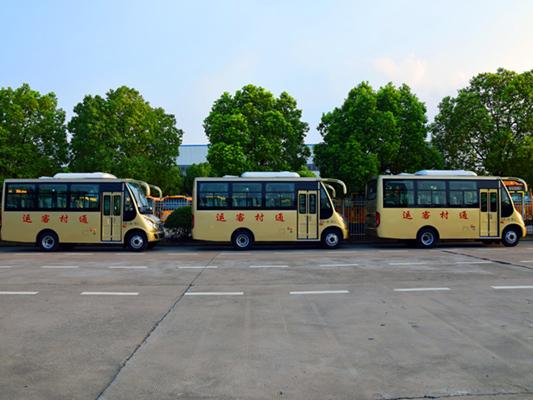 华新牌19座半长头空调客车批量发往河南