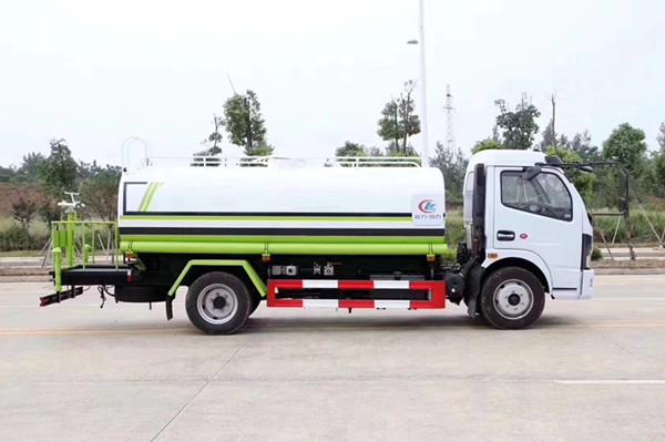 國六灑水車東風多利卡5噸灑水車圖片配置