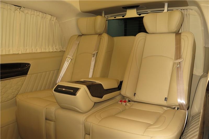 奕信行房车 可与丰田埃尔法PK的奔驰七座商务车,你会选择谁呢?