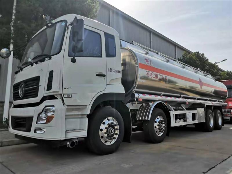 东风天龙前四后八铝合金油罐车价格_拉20吨不超载_25吨铝合金运油车多少钱一辆