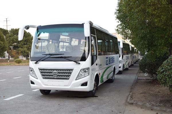華新牌29座國六中級天然氣客車批量發往新疆